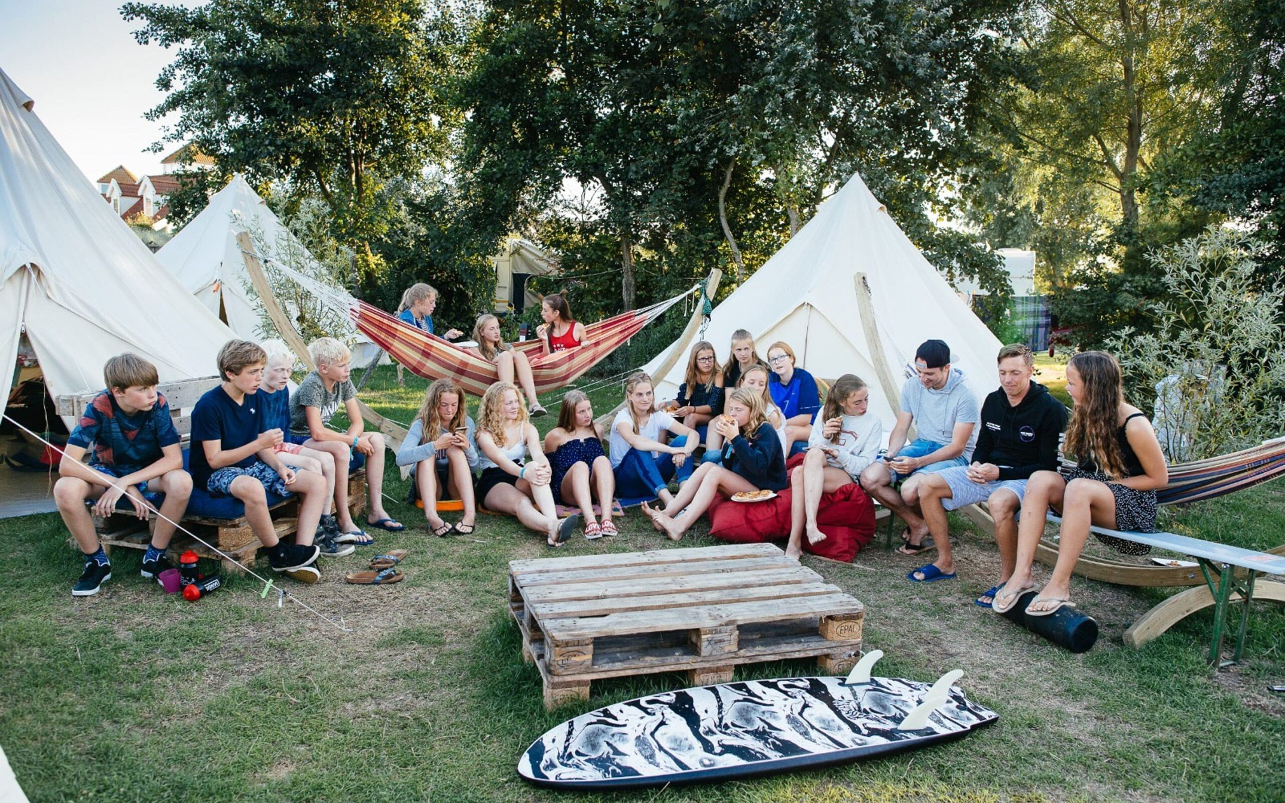 Kamp surfen nederland surfboard