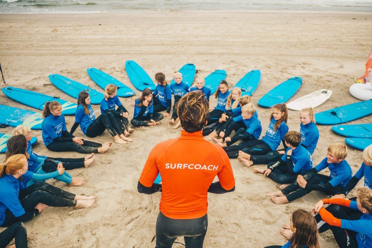 Schoolgroep surfen