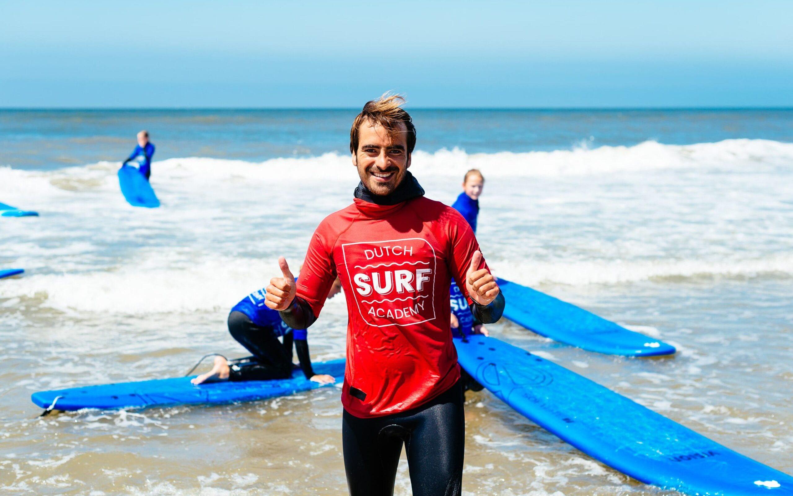Sufleraar Erik Ringelberg met lycra tijdens surfles