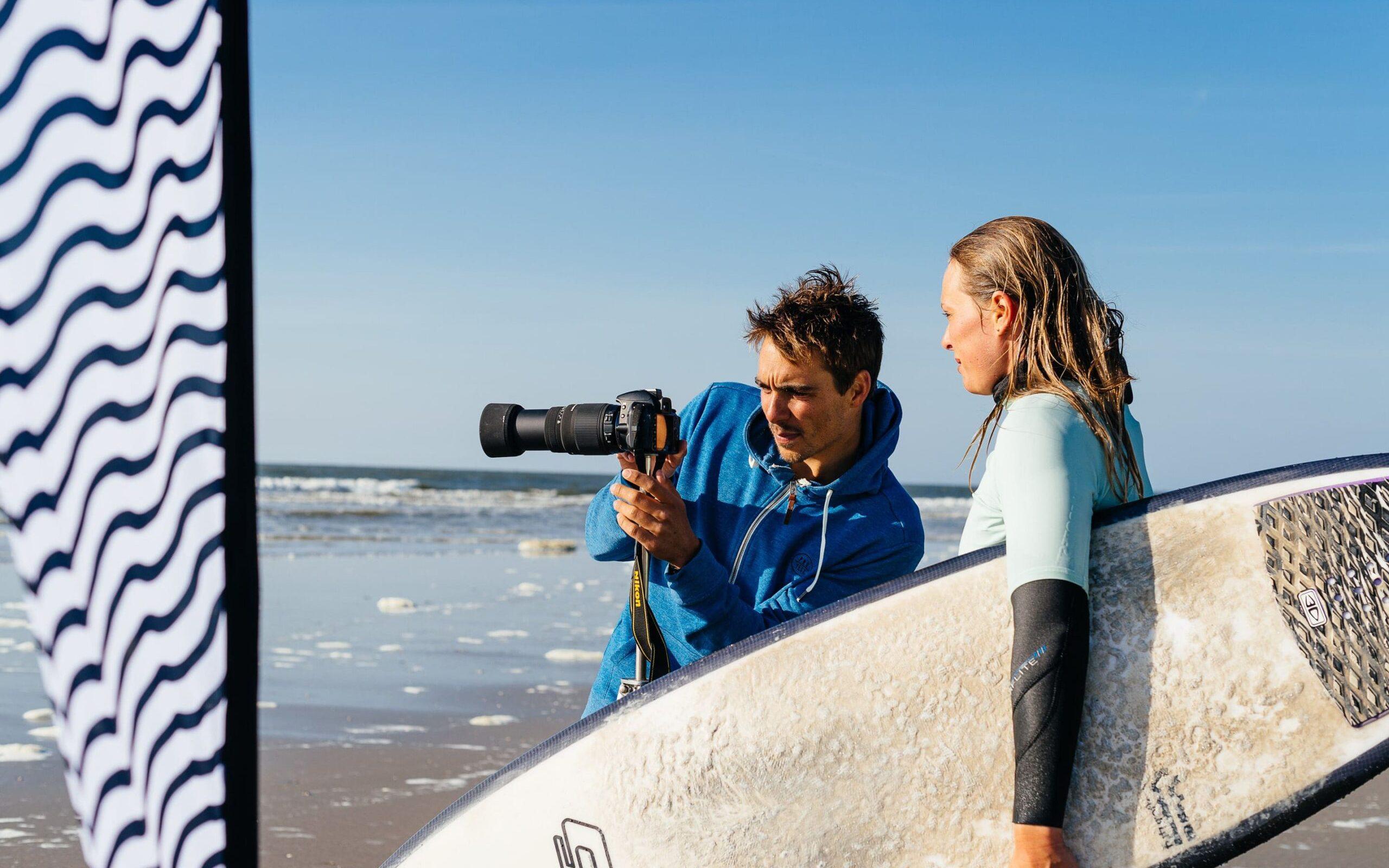 surfcoach geeft surftips met videoanalyse