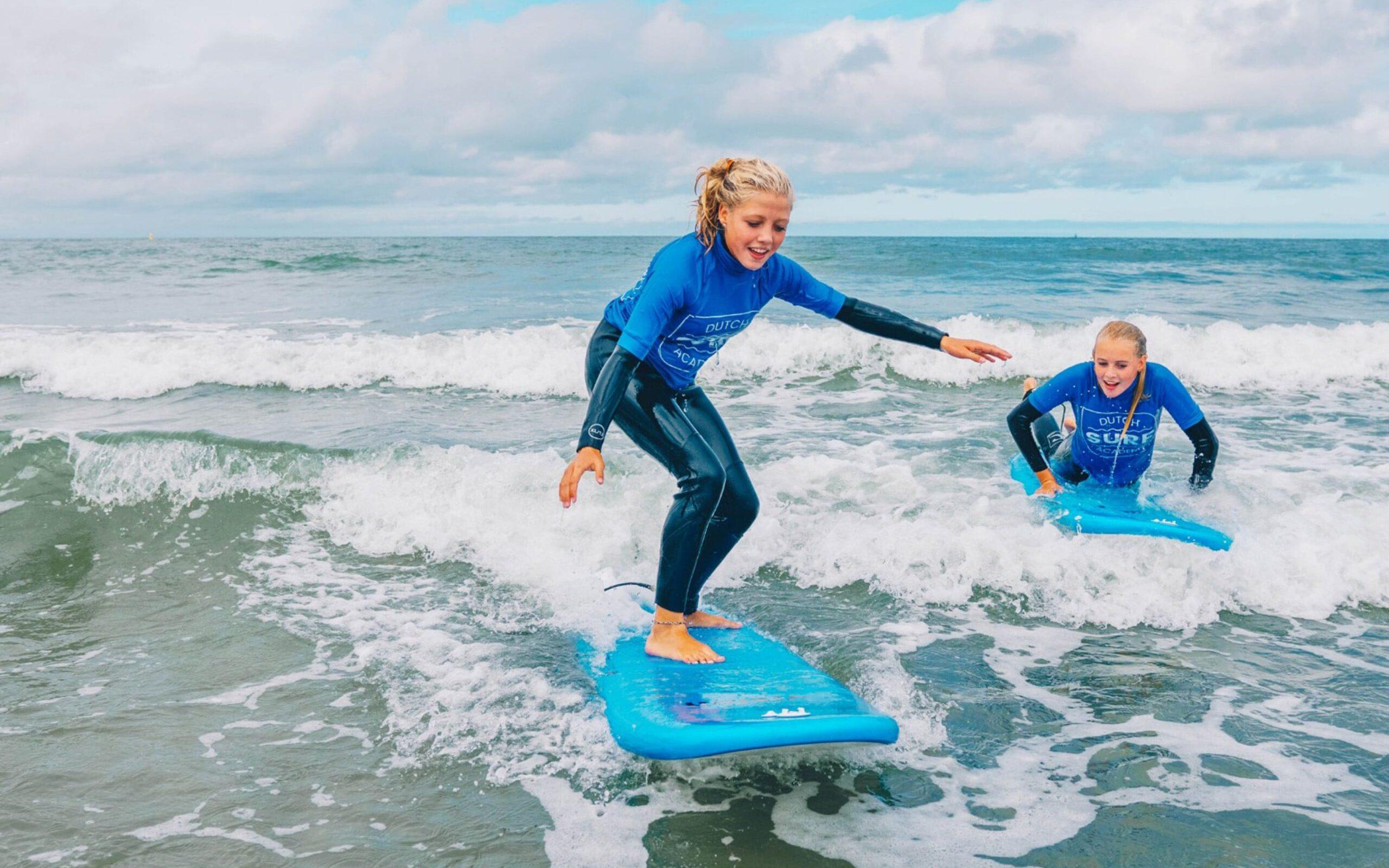 Surfles van twee meiden